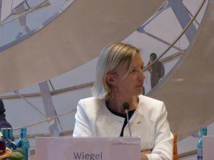 Frau Wiegel, Frankreichkorrespondentin der FAZ