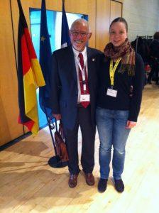 Der Vorstandsvorsitzende des CMK Hans-Günter Egelhoff und die Jugendvertreterin und CMK-Mitglied Caroline Siebert