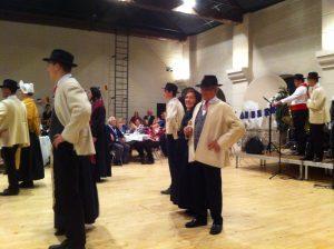 Aufführung der Savoyer Folkloregruppe
